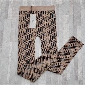 Avocado Leggings NWT Brown and Black One Size